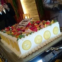 テーマに合わせたウェディングケーキ