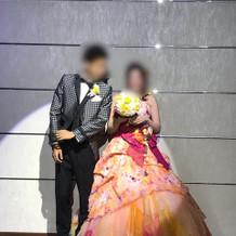 お色直しのカラードレスとタキシード