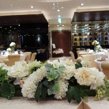テーブルの献花1