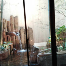 バンブーガーデンの窓の外