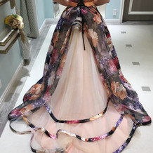 こんな花柄の素敵なドレスもありました。