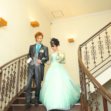 階段を降りるのも、姫気分を味わえます。