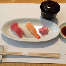 三種のお寿司と赤だし
