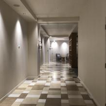 廊下は広いです。