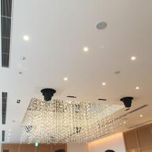 披露宴会場の天井もキラキラでした
