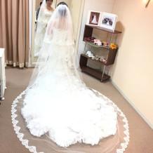 トレーンをありでも無しでも素敵なドレス!