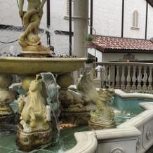 中庭には噴水があり、イベントに使える