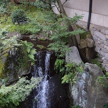 披露宴会場から見える滝