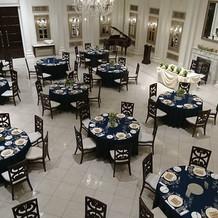 室内階段もあり披露宴会場も広かったです。