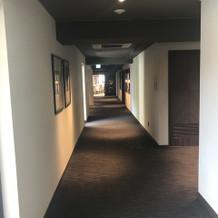 メインバンケットのフロアの廊下