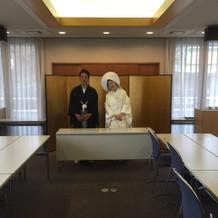 多田神社。広めの社務所にて