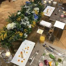 新郎新婦のテーブルのお花。