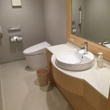 ブライズルーム内のトイレ 、キレイです。