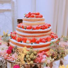 好みの雰囲気のウェディングケーキでした。