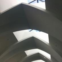 光が射し込む天井