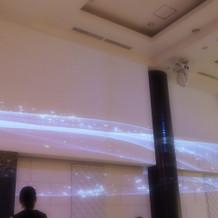 壁にプロジェクターの光演出ができます