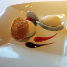 左はモチモチのレアチーズケーキ