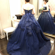 キラキラネイビーのカラードレス