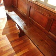 チャペルの椅子は木製