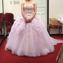 ピンク色の可愛らしいドレス