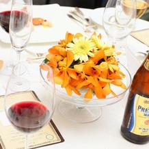 飲み物・卓のお花