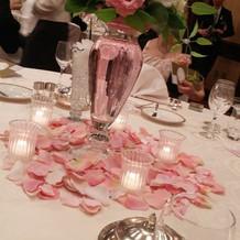 ピンクの器&花びらがかわいい。