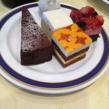 小さいケーキがたくさん選べる