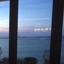 会食場所からの海