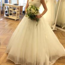 ふんわりとした白ドレス