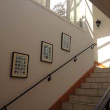 披露宴会場内の室内階段