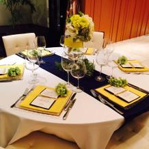 披露宴会場のゲストテーブル