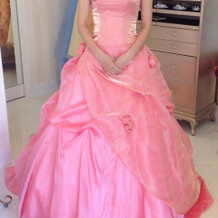 試着、ピンクドレス