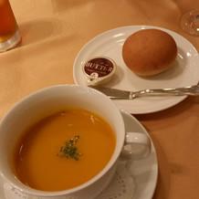 季節のスープとフワフワのパン