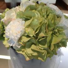 チャペルの花は半分造花