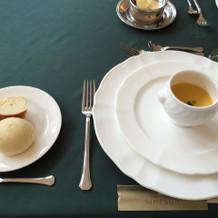 ニンジンのスープとパン。