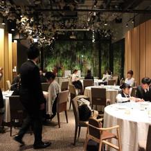 会食やプチ披露宴ができるホール。