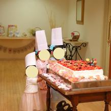 ケーキ入場(造花持ち込み)