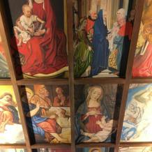 天井の絵は職人さんの手描きらしい。圧巻!