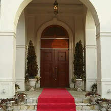 会場入口の柱も立派