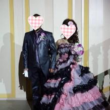 ピンク×黒のフリフリレースドレス