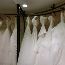 インポートのドレスがたくさん