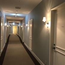 ホテルのような廊下