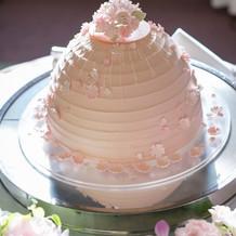 桜をモチーフにしたウェディングケーキ
