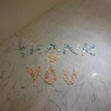 このような花びらでのメッセージもできます