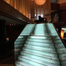 ロビーの光る階段