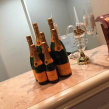 クロークに飾られていたシャンパン