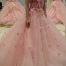 花柄のオートクチュールのボリュームドレス
