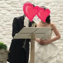 結婚証明書へのサインを行いました。