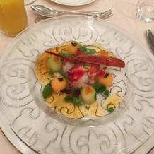 前菜のメロンのサラダ