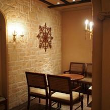披露宴横の待合室